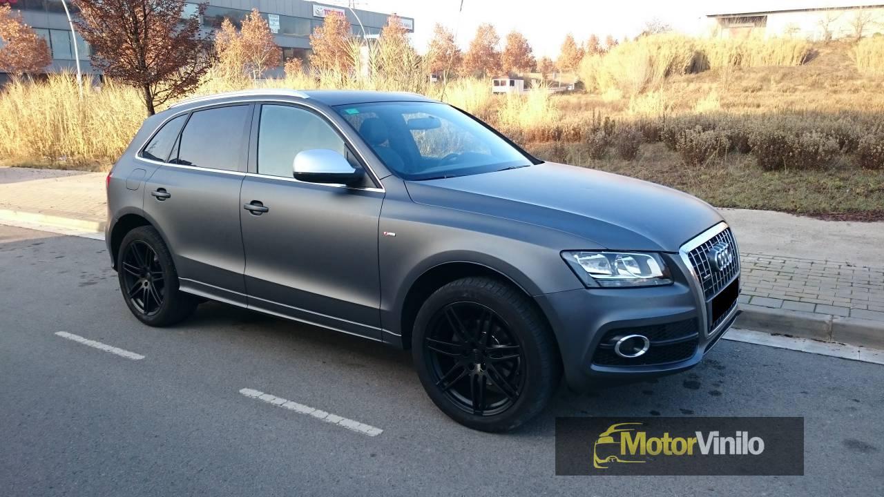 Audi Q5 Forrado En Vinilo Gris Oscuro Mate Y Llantas En Negro