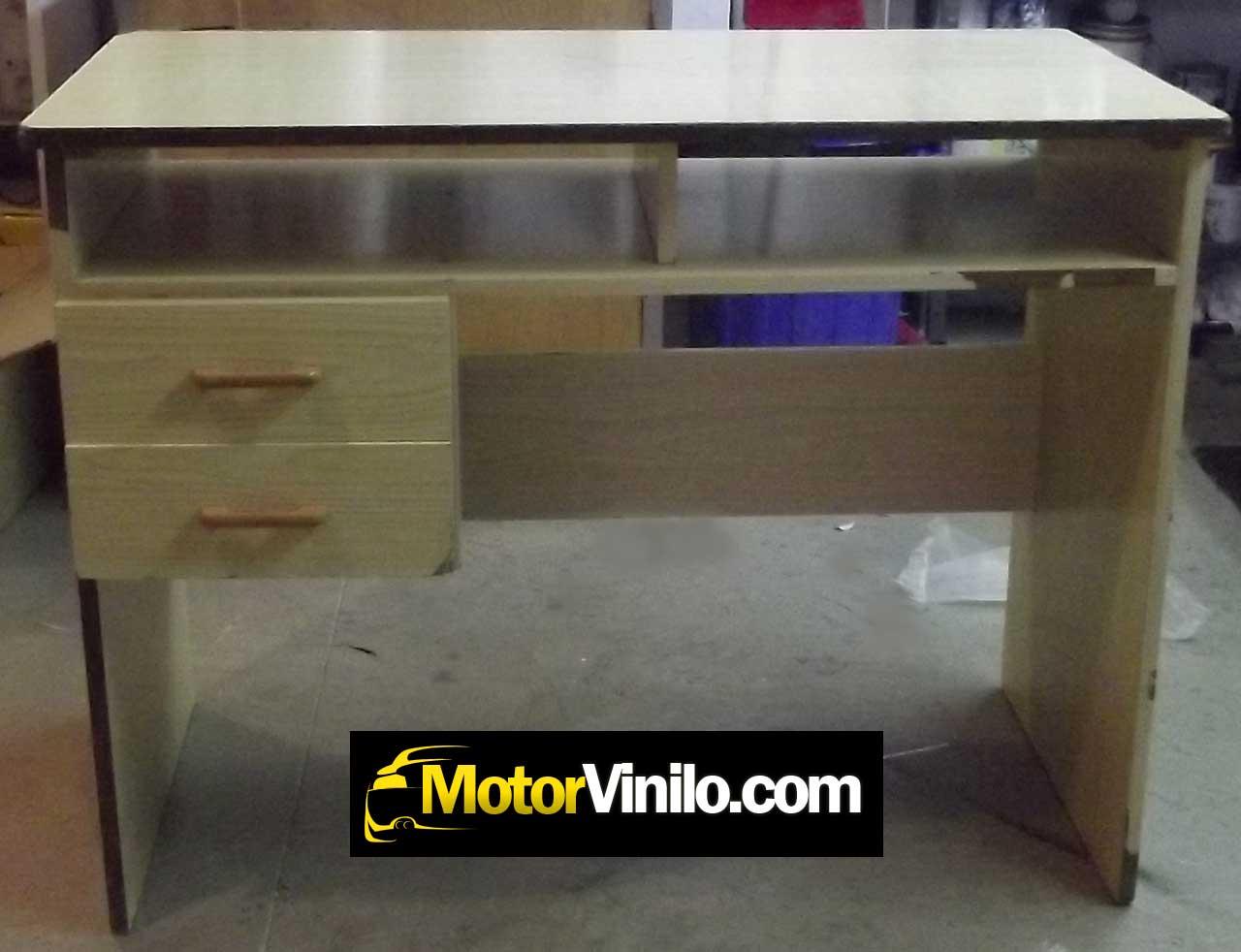 Restauraci n mesa de madera con vinilo mueble con vinilo for Vinilos para muebles de madera