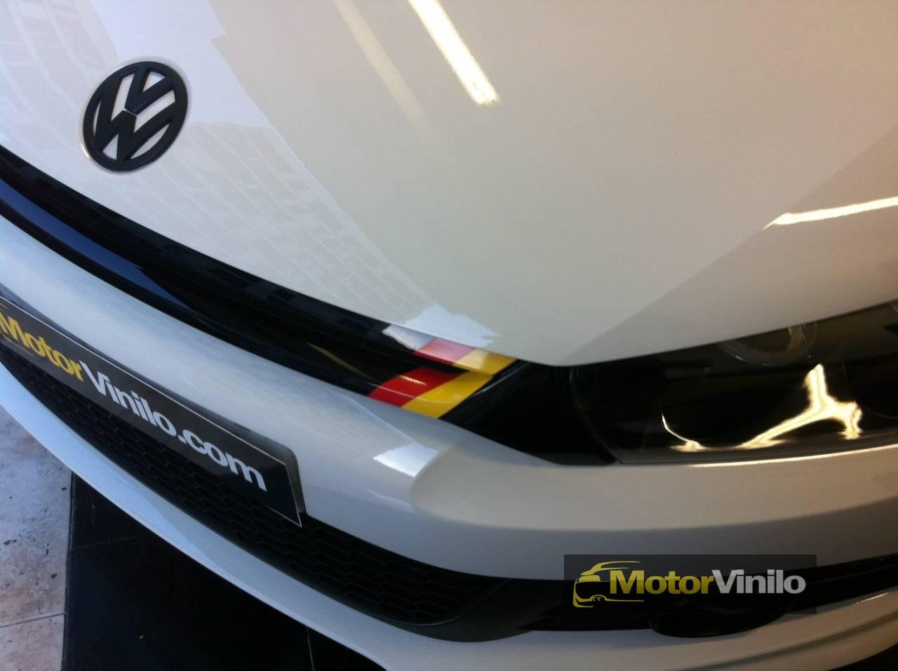 Volkswagen scirocco vinilado en llantas retrovisores parrillas y emblemas